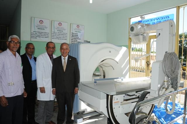 Salud recibe mil millones para reconstrucción de 56 hospitales