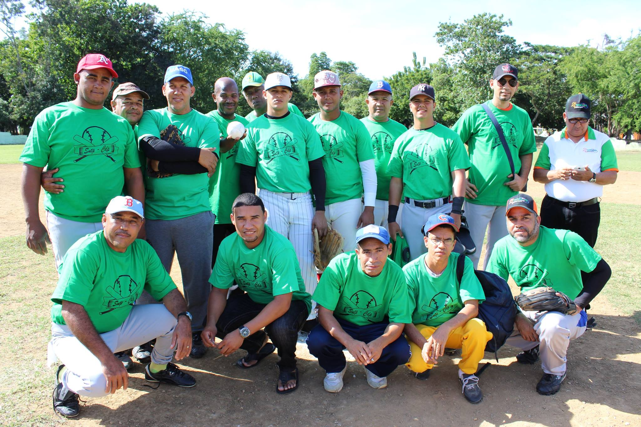 Inician torneo de softbol chata entre comunicadores