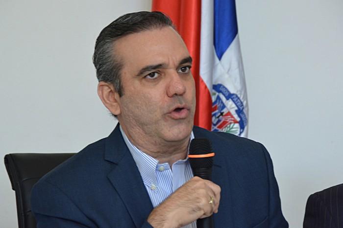 """Luis Abinader afirma """"popularidad presidencial es fabricada"""""""