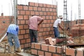 Ajustes a los salarios de la mano de obra incrementan  los costos de construcción