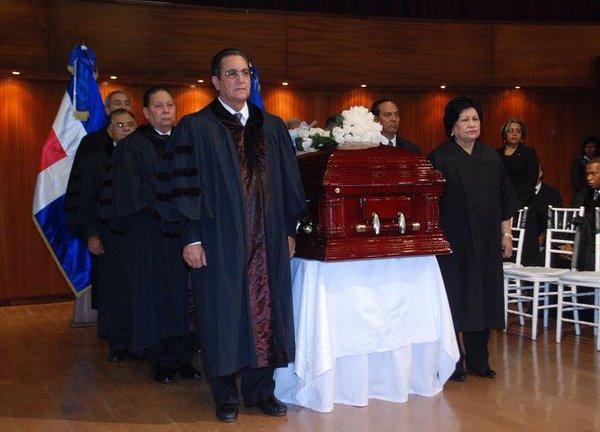 La UASD despide con honores al Maestro Mateo Aquino Febrillet