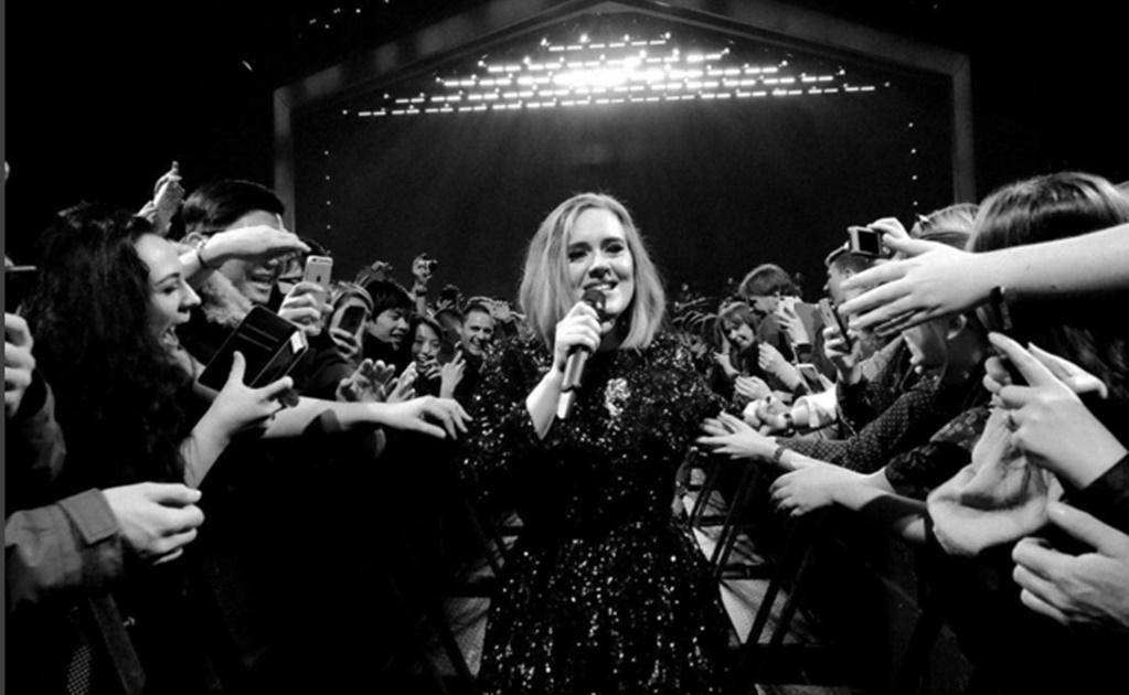 Adele canta con niña autista