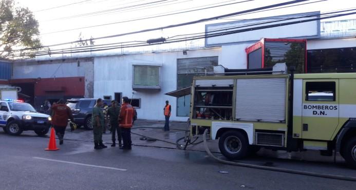 Incendio devora  almacén, taller y vivienda en La San Martín