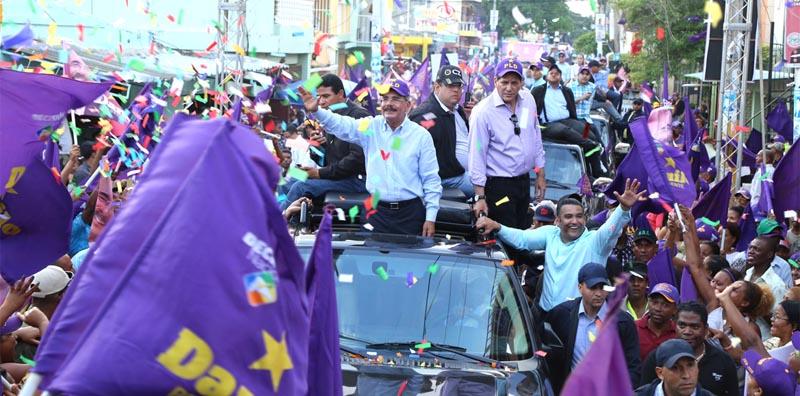 Danilo Medina recibe respaldo de seguidores en Samaná