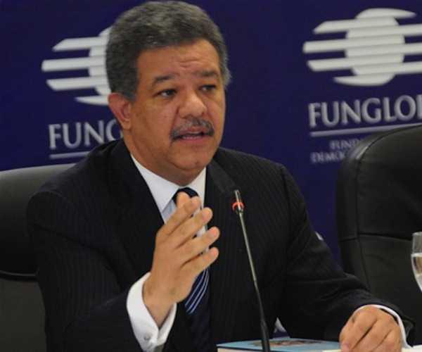 Leonel Fernández llega al país y anuncia retomará labores partidarias