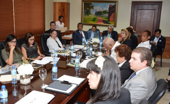 Senadores se reúnen con representantes del sector turístico
