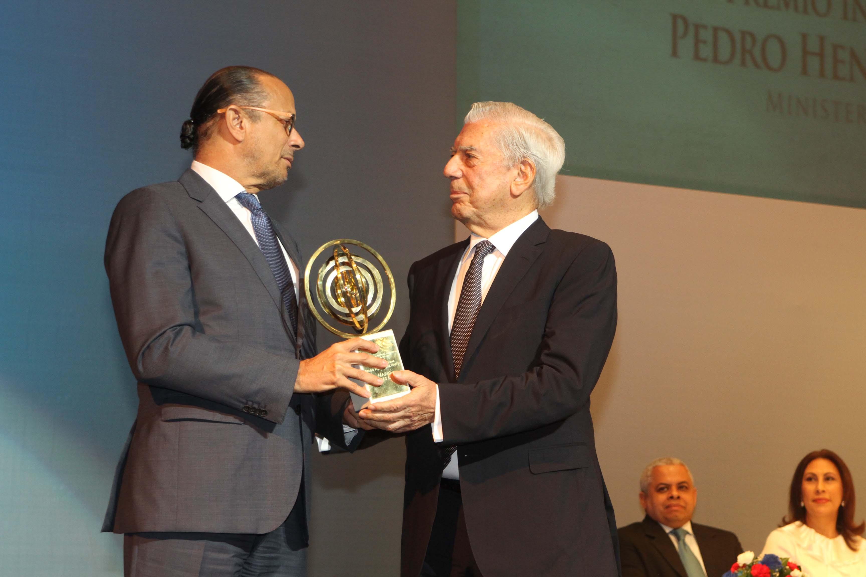 La XIX Feria Internacional del Libro premió a Vargas Llosa