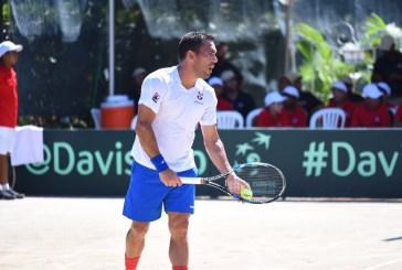 Víctor Estrella gana partido en la Copa Davis