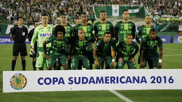 Cae en Colombia el avión que llevaba a un equipo brasileño; 76 fallecidos