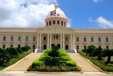 Presidente Danilo Medina reconoce labor de locutores