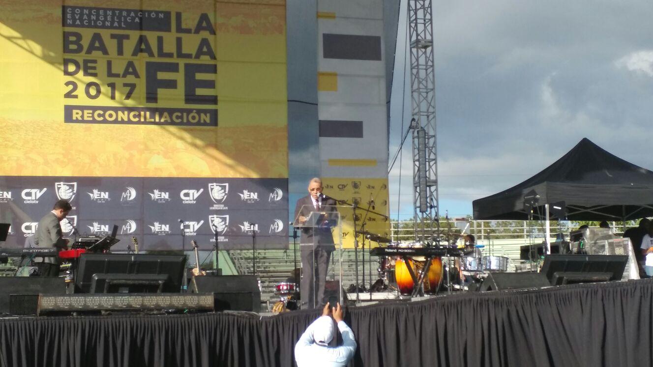 Pastor Ezequiel Molina critica el aborto, la impunidad y los monopolios