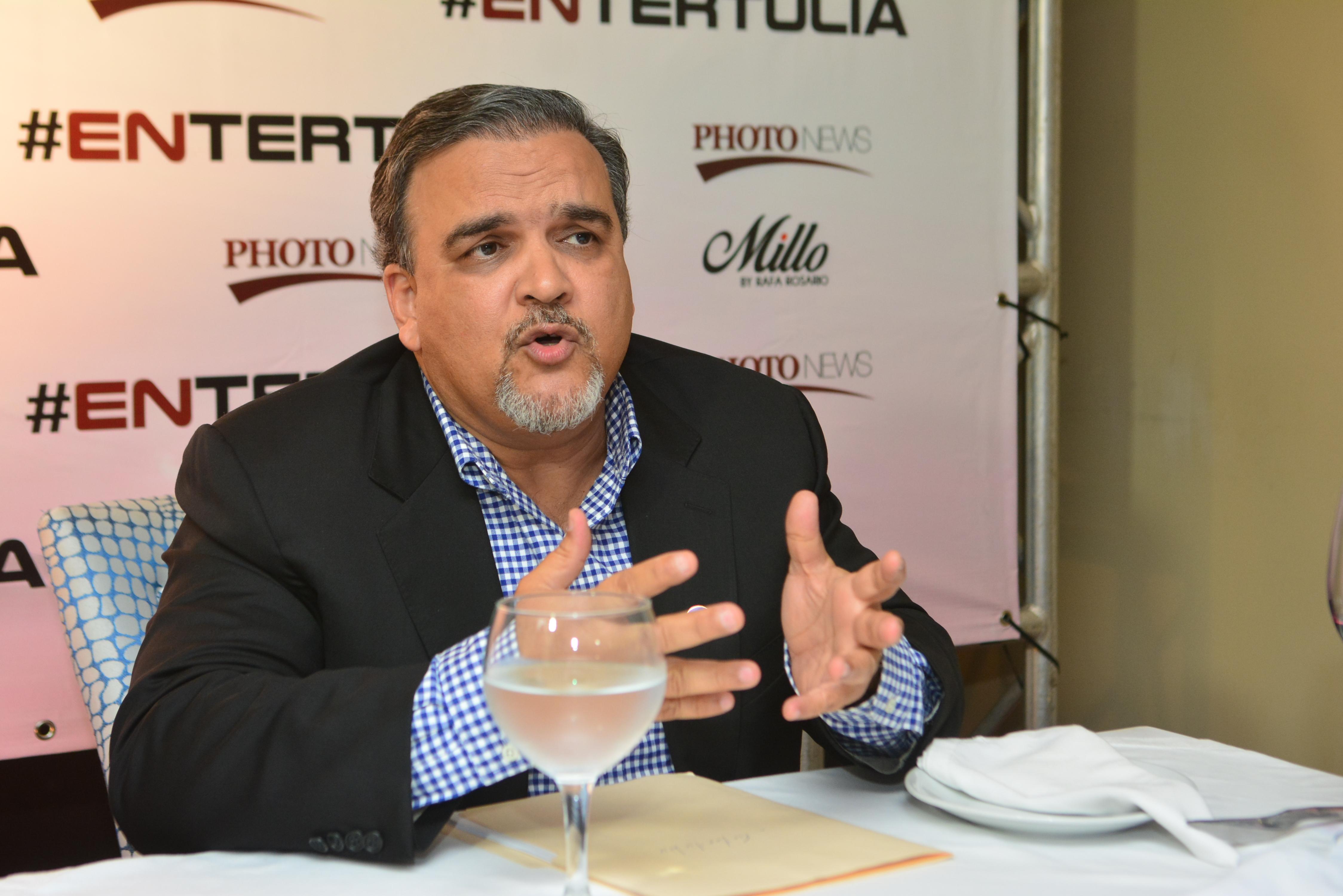 """Elías Wessin: """"Partidos deben reinventarse para conectar con los indignados"""""""