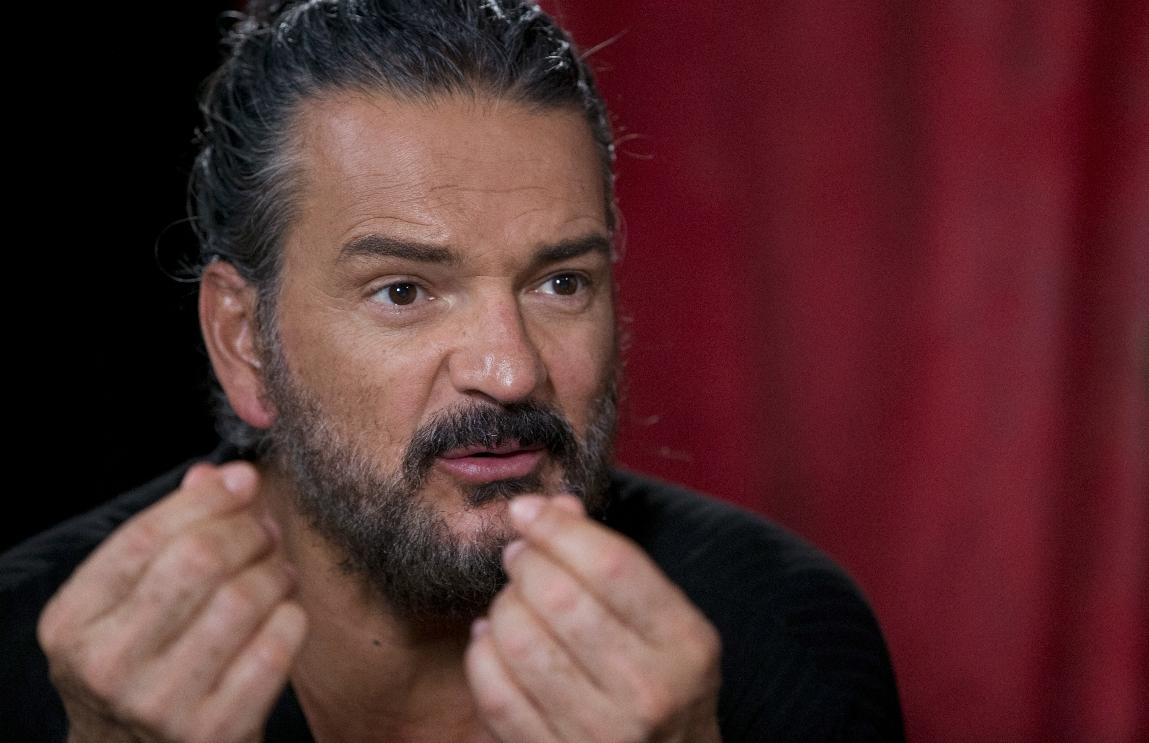 """Ricardo Arjona lanza """"Circo Soledad"""", y espera más"""