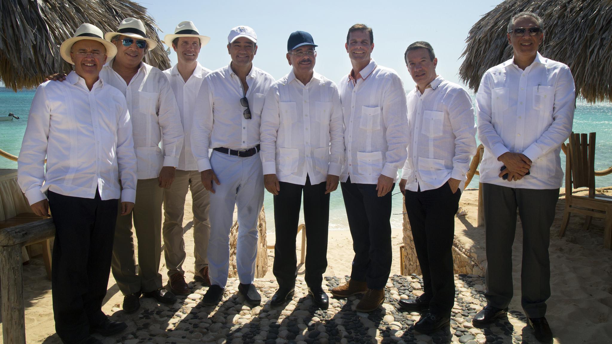 Danilo Medina se reúne con inversionistas extranjeros en Bahía de las Águilas