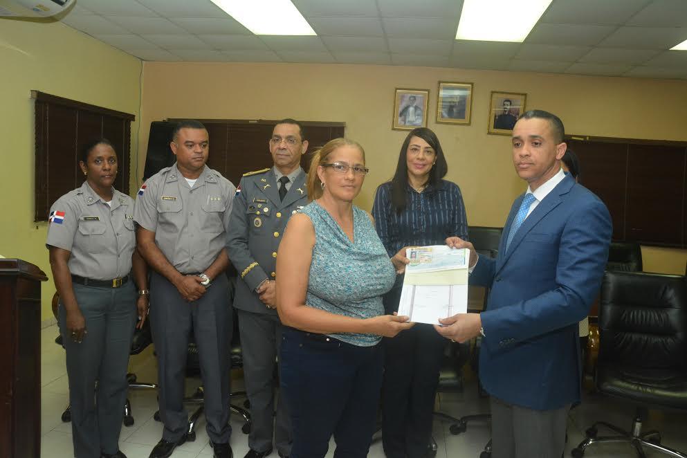 Cooperativa de la Policía entrega cheques por  RD$52 millones a pensionados