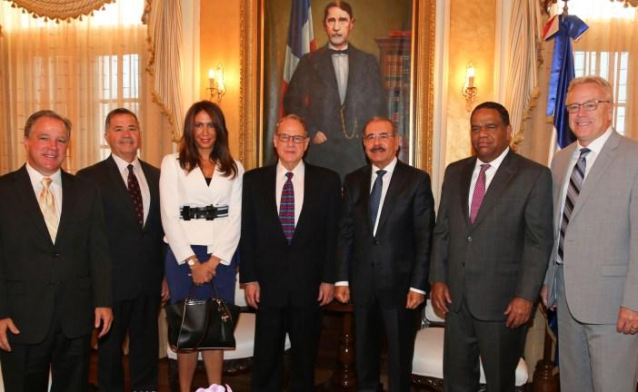 Danilo Medina recibe a ejecutivos de los Medias Blancas de Chicago