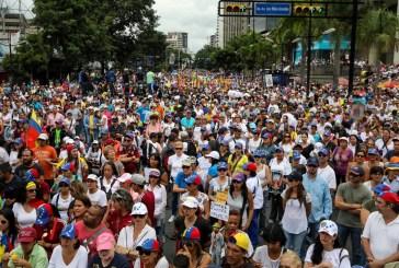 """Opositores marchan y oran """"por la paz"""" de Venezuela"""