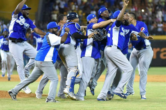 Tigres ganan a Gigantes y siguen firmes en semifinal del béisbol dominicano