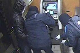 Desconocidos roban cajeros en plaza