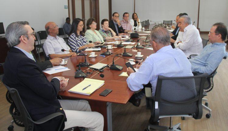 Abinader plantea cambios para impulsar competitividad, empleo y riqueza social