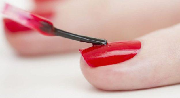Te explicamos los errores que no tienes que hacer al pintarte las uñas