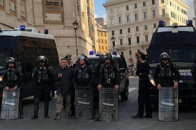 Operativo policial. (Ahora Roma)