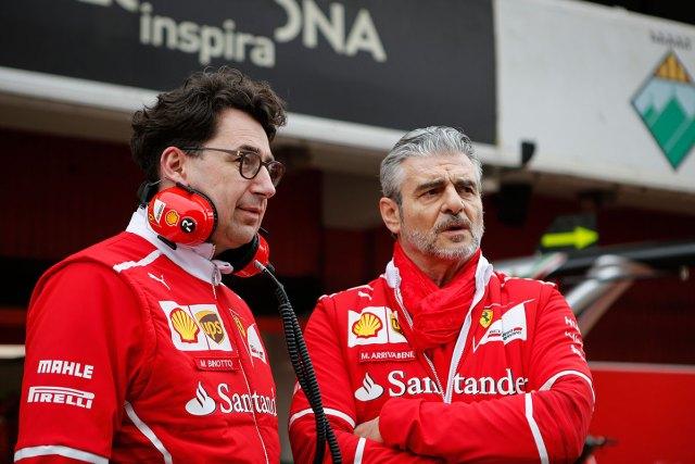 Binotto y Arrivabene, en los boxes de Ferrari (Foto: Sutton Images).
