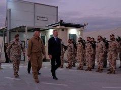 El ministro de Defensa, Lorenzo Guerini, junto a las tropas en Irak.