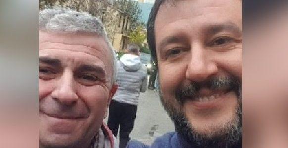 La selfi del sindicalista con Salvini.