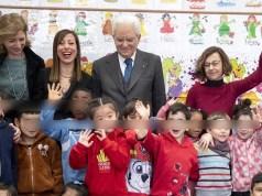 Mattarella visita una escuela.