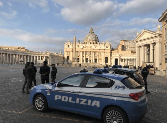 Policía en el Vaticano.