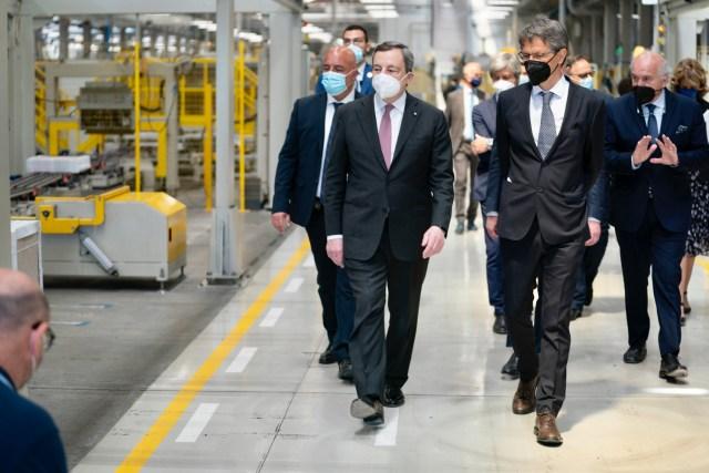 Draghi, durante la visita a la fábrica en Fiorano Modenese (Foto: Governo)