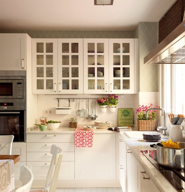 cocina blanca conbinada con verde
