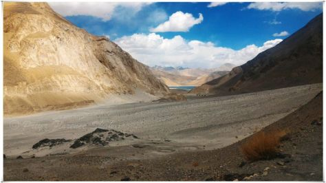 My first glimpse of Pangong lake through the mountains