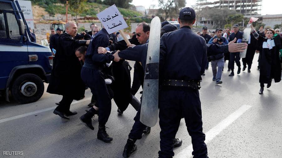 """المجلس الدستوري الجزائري يرفض """"رسالة طعن"""" بحق بوتفليقة"""
