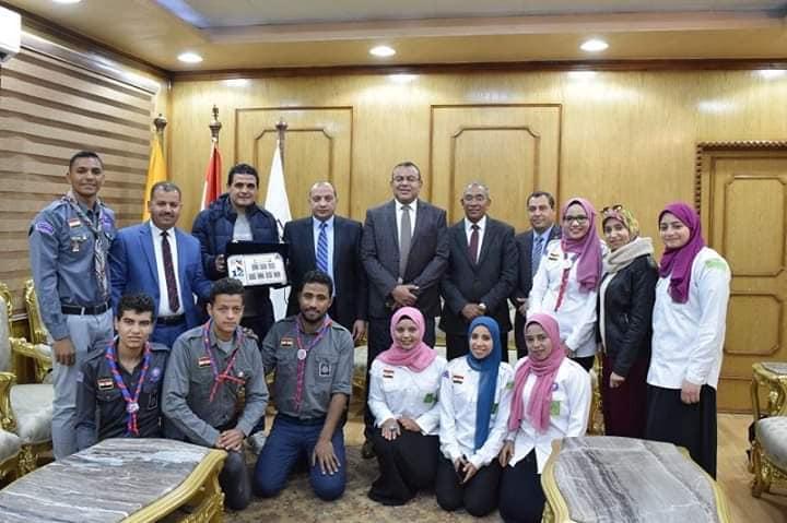 رئيس جامعة بني سويف يكرم الطلاب الفائزين بأسبوع شباب الجامعات المصرية