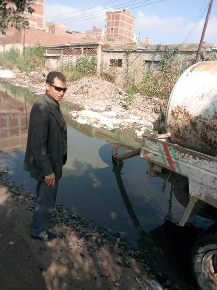 التعامل مع مشاكل الصرف الصحي بنطاق المحافظة