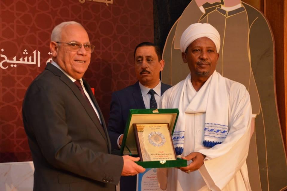 محافظ بورسعيد يكرم المتفوقين فى المسابقة الدولية الثانية لحفظة القرآن الكريم