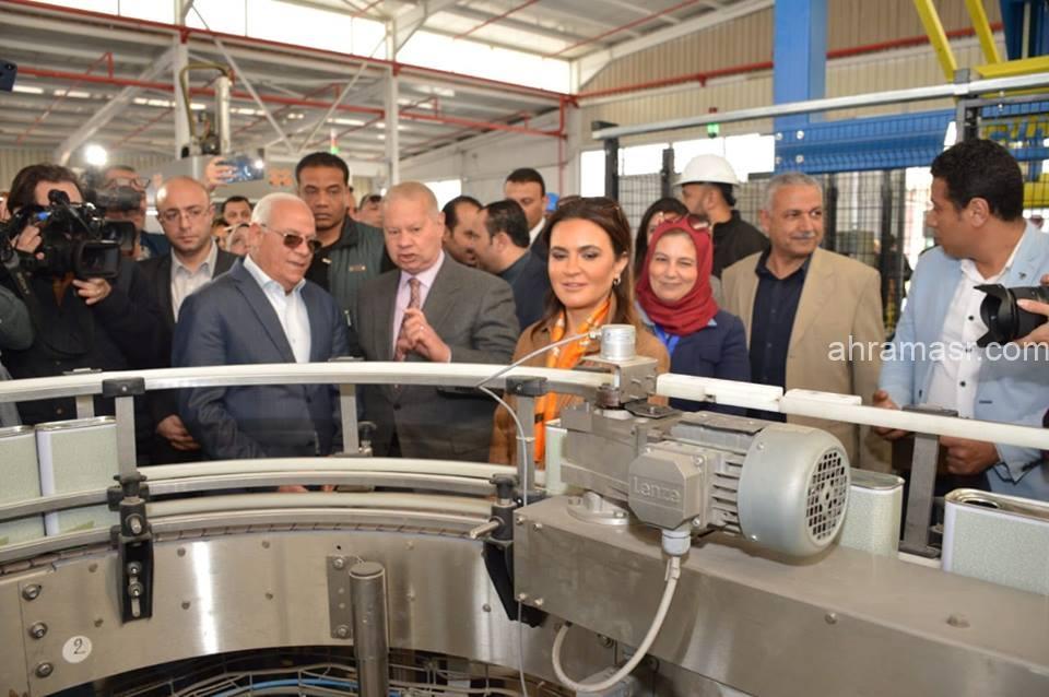 وزيرة الاستثمار ومحافظ بورسعيد يتفقدان مصنع لانتاج البويات بالمنطقة الصناعية