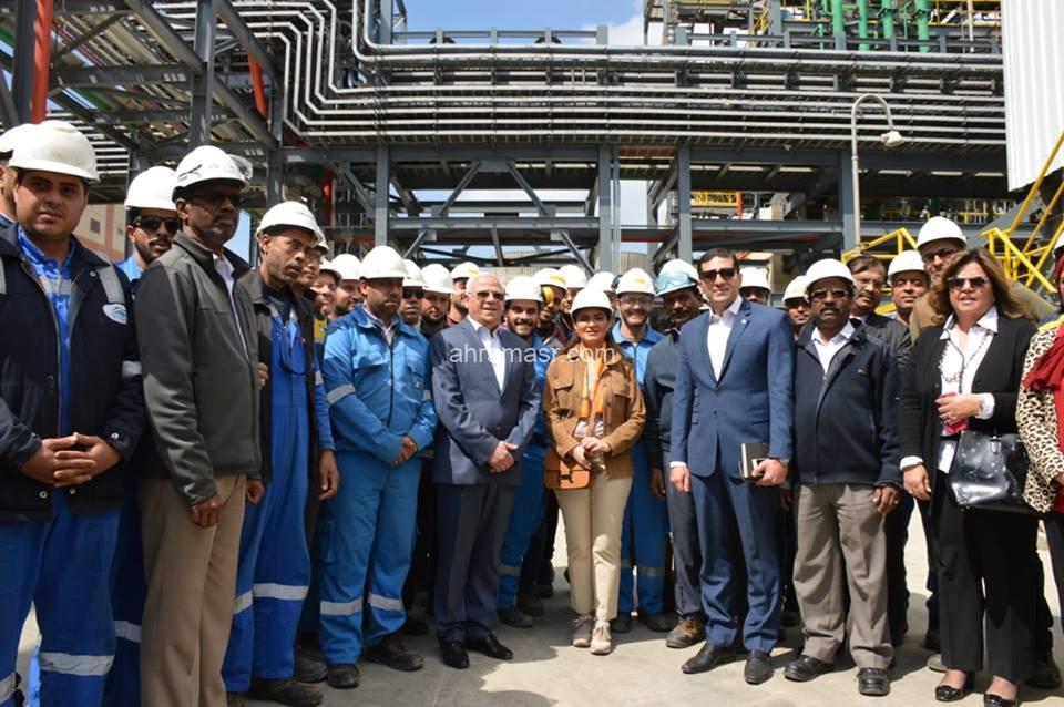 وزيرة الاستثمار ومحافظ بورسعيد يتفقدان مصنع سينمار