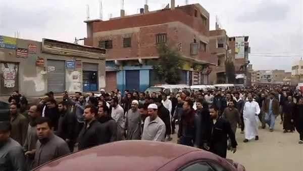 أهالي القرين بالشرقية يشيعون جثمان موظف توفى في حريق محطة مصر