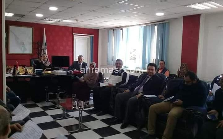 رئيس حى غرب سوهاج يعقد مجلسا تنفيذيا لبحث حلول مشاكل الحى