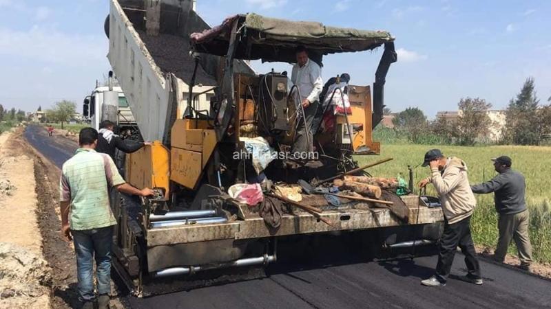 استكمال أعمال رصف الطرق ضمن الخطة الإستثمارية بمحافظة البحيرة