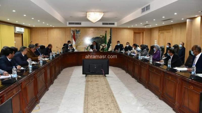 محافظ الفيوم يعقد اللقاء الدوري مع أعضاء مجلسي النواب والشيوخ