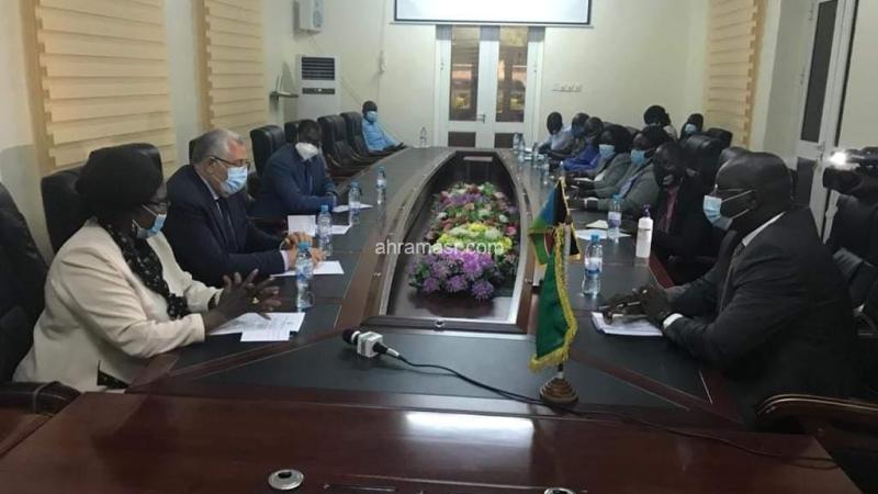 وزير الزراعة يستعرض مع محافظ اقليم المنطقة الاستوائية بجنوب السودان أوجه التعاون بين البلدين