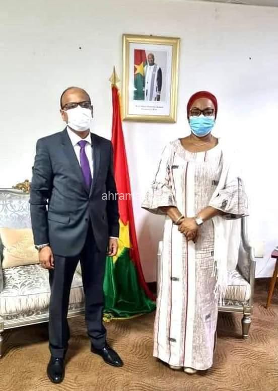 السفير المصري يلتقي عمدة العاصمة واجودوجو ووزيرة المرأة والتضامن الإجتماعي