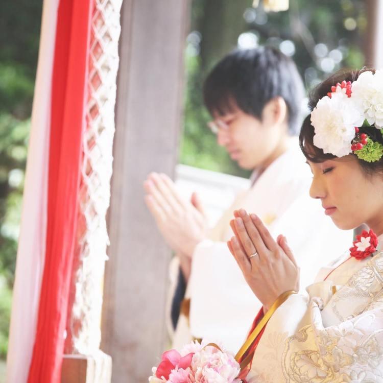 撮影は、和泉市はつが野にあるスタジオアンティーク様に依頼しました。雨で足元が悪い中、ご協力に感謝いたします。自然光をうまく使い、優しい写真が素敵✨お二人の魅力を最大限にひきだしてくれています(^-^) #スタジオアンティーク #神社挙式 #プレ花嫁 #ウエディングフォト #ブライダルフォト #和泉市 #aider #花嫁 #白無垢 #着付け #ヘアメイク #wedding #bride #bridal #和婚をもっと盛り上げたい