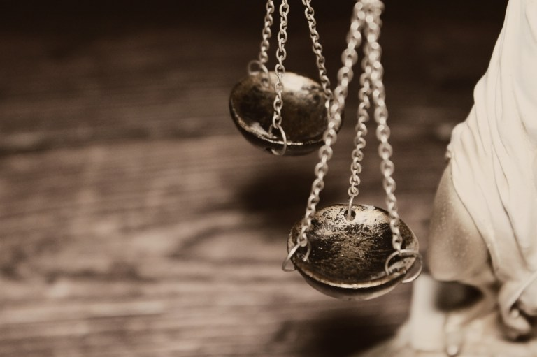 AI 當法官,會是正義女神的化身嗎?專訪李建良