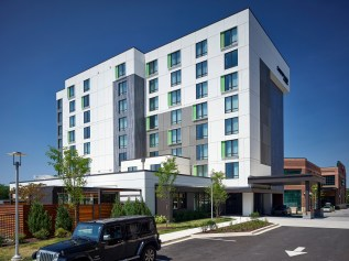 Courtyard-by-Marriott-at-McHenry-Row-4