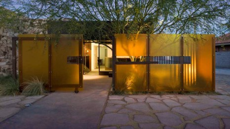2010 Merit Award - Architect: Marlene Imirzian & Associates Architects - Location: Phoenix, Arizona
